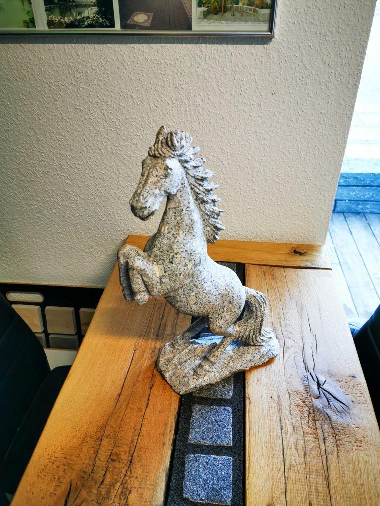 Granit Pferd
